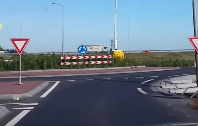 Nieuwe rotonde oprit A58 bij Heinkenszand