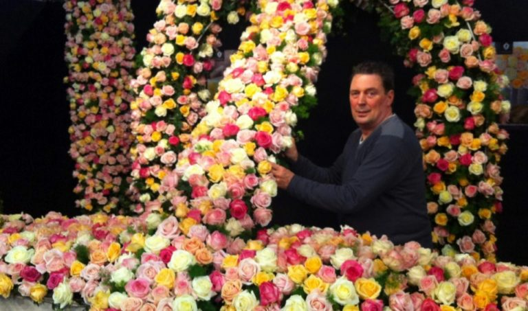 Jaap Wisse kleurt de Nieuwe Kerk in Middelburg roze